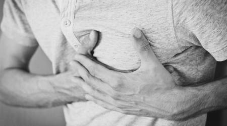heart attack, signs and symptoms of heart attack, what happens during a heart attack, what to do during a heart attack, heart health, heart check-up, health, indian express news
