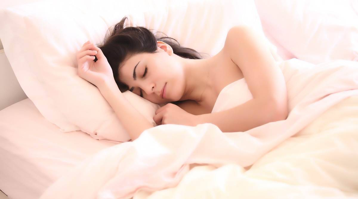 sleeping posture, health of the skin, skin habits, sleeping habits, early wrinkles on the face, skincare, indian express, indian express news