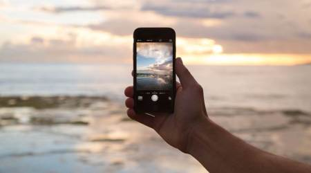 smartphone injuries, what causes smartphone injuries, how to treat smartphone injuries, texting, neck pain, wrist pain, indian express news