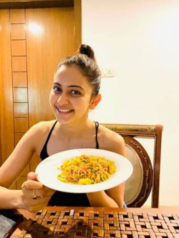 lockdown, bollywood lockdown diaries, actors cooking lockdown dish, diljit cooking, john legend cooking, shilpa shetty cooking recipes
