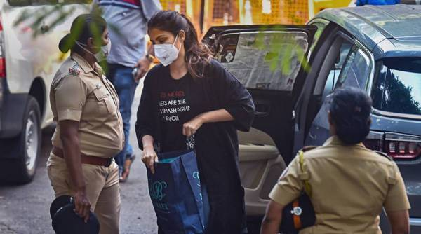 rhea chakraborty, roses are red t-shirt