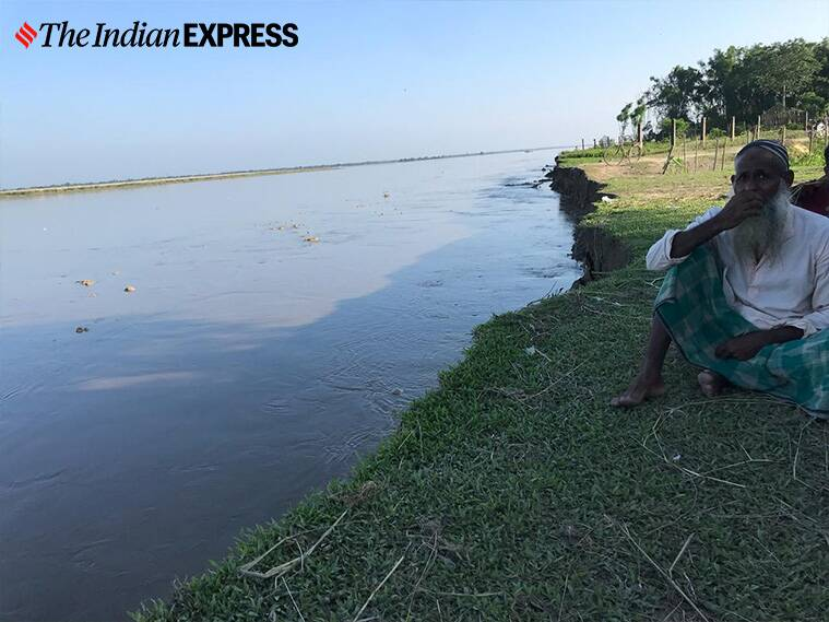 West Bengal floods, Bengal coronavirus, Mahananda river, Covid lockdown, Bengal lockdown impact, bengal floods impact, Bengal flood prone areas, Biharis struggle bengal floods, India news, Indian express