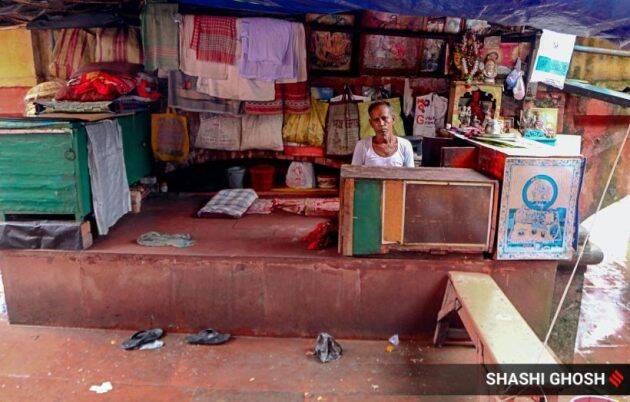 kolkata news, babu ghat photos, coronavirus pandemic, babu ghat masseurs, odisha brahmins, Babu Raj Chandra Das, rani rasmoni, janbazaar, indian express