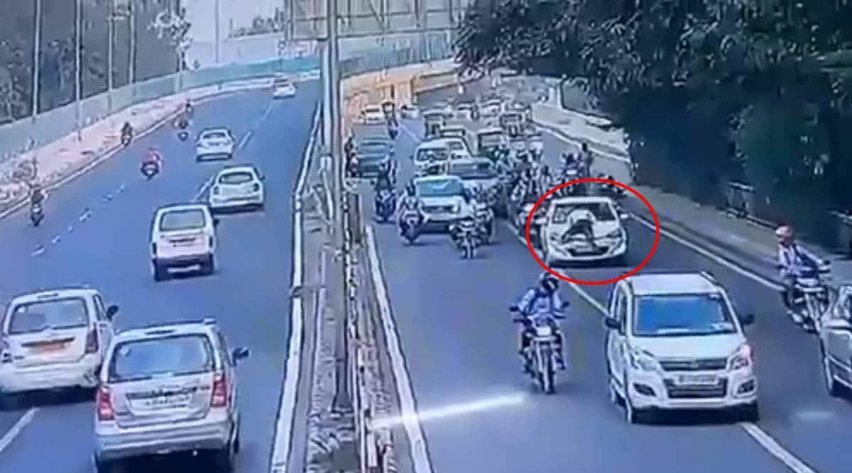 Delhi traffic cop dragged on bonnet, delhi police offer dragged on bonnet, video of cop dragged on bonnet, delhi traffic, delhi city news