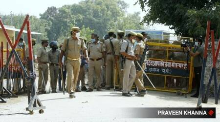 Journalist, three others detained on way to Hathras
