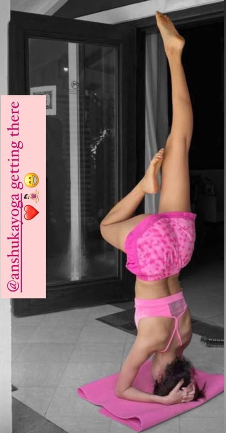 ananya panday headtstand