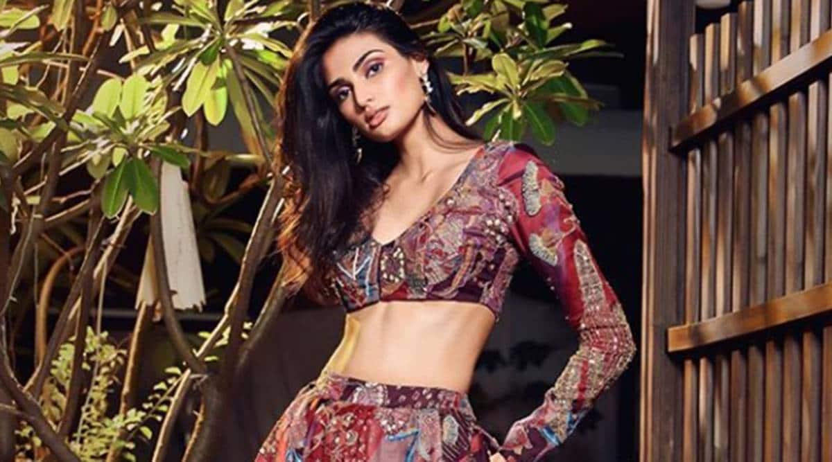 athiya shetty, lakme fashion week 2020
