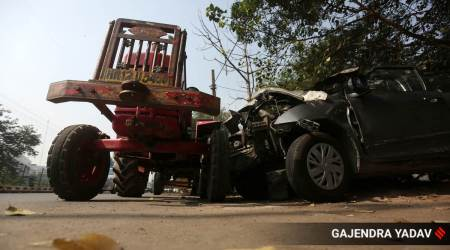 Shadipur flyover accident, Shadipur flyover tractor car accident, delhi tractor car accident, kirti nagar tractor car accident, delhi city news