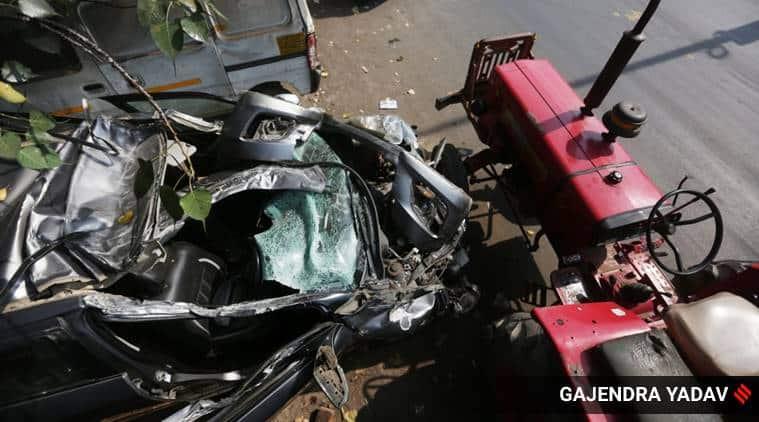 delhi accident, delhi kirti nagar accident, delhi Shadipur flyover accident, Shadipur flyover tractor car accident, kirti nagar police station, delhi city news
