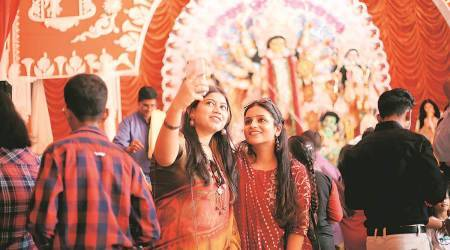 delhi durga puja, delhi dussehra, delhi city news, delhi gatherings durga puja, delhi covid protocols, social distancing in durga puja, indian express