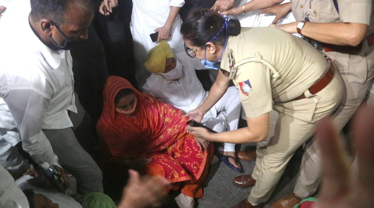 Harsimrat, Sukhbir Badal detained at Chandigarh border protesting against farm laws