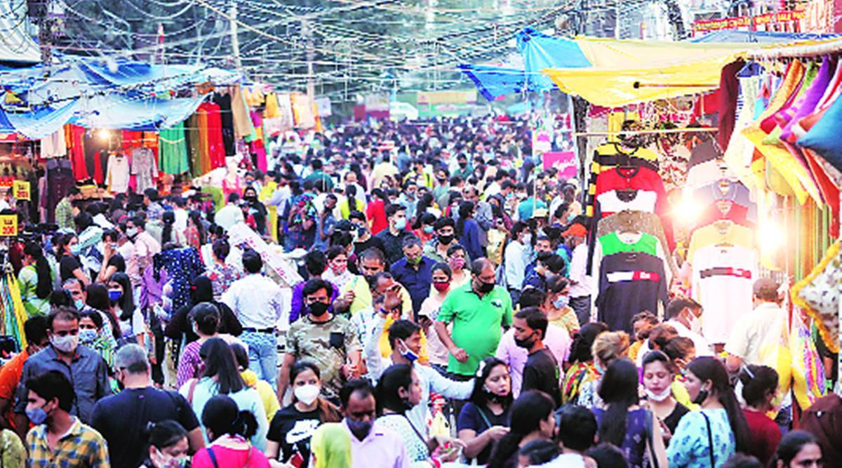 Delhi news, Delhi diwali, Delhi market, crowd in Delhi market, rise in footfall, Diwali season, Diwali festival, Covid crisis, Indian express news