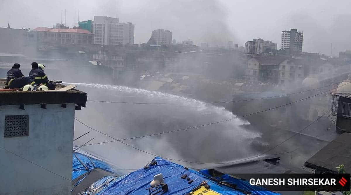 mumbai fire, mumbai market fire, mumbai juma mosque market fire, mumbai masjid bunder area fire, mumbai city news