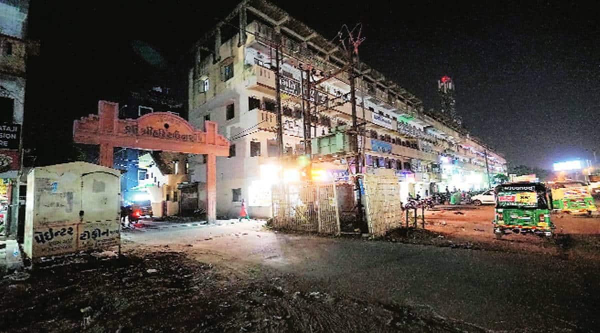 Autorickshaw driver attacks, auto driver booked, Vadodara police, Vadodara news, Gujarat news, Indian express news