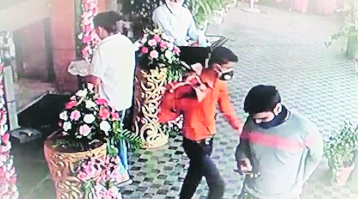 chandigarh wedding function theft, chandigarh wedding function robbery, chandigarh masked man wedding robbery, chandigarh news, indian express news
