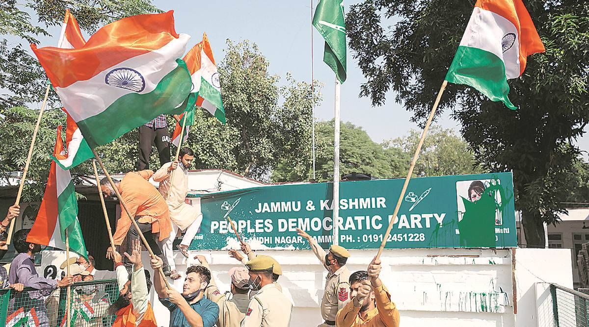 Mehbooba Mufti, PDP, PDP leaders resign, Mehbooba Mufti tiranga remark, Mehbooba Mufti flag remark, BJP jammu tiranga rally, Jammu and Kashmir, Jammu, Kashmir, Indian Express