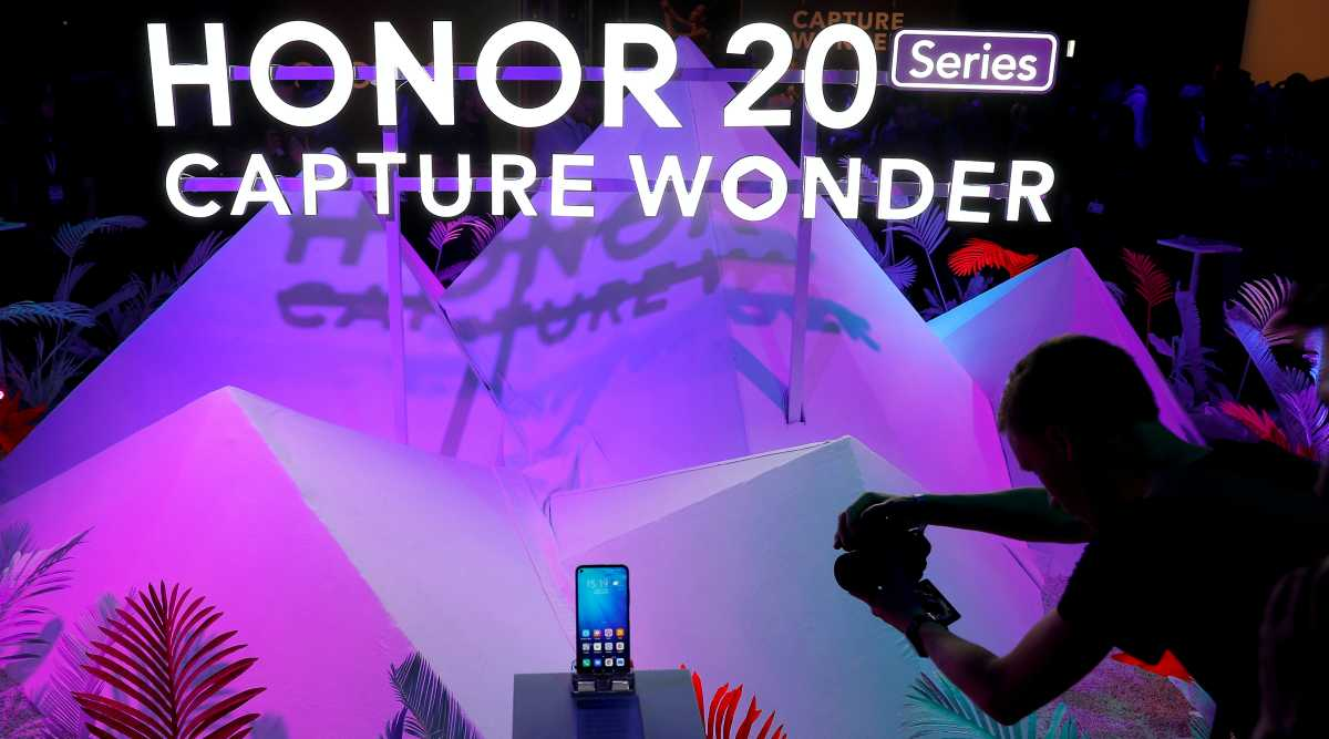 Honor, Huawei, Huawei to sell Honor, Honor smartphones, Huawei Honor phones, Huawei Honor smartphones