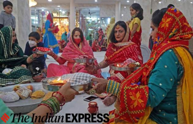 Karwa Chauth, Karwa Chauth 2020, Karwa Chauth gallery, Karwa Chauth pictures, Karwa Chauth celebrations in India, Karwa Chauth in pandemic, Karwa Chauth celebrations 2020, Karwa Chauth, how is Karwa Chauth celebrated, women celebrating Karwa Chauth in India, Indian Express news