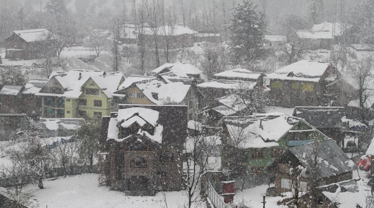 delhi weather news, north india weather news, colder winter this year, severe winter in 2020, La Nina, indian express, snowfall kashmir, snowfall himachal