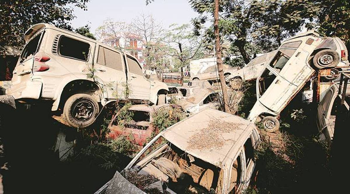Mumbai Police join hands with NGO to clear abandoned vehicles