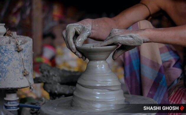 barasat earthen lamps, kolkata pottery village, diwali 2020, diwali during coronavirus pandemic, diwali celebration, pottery markets