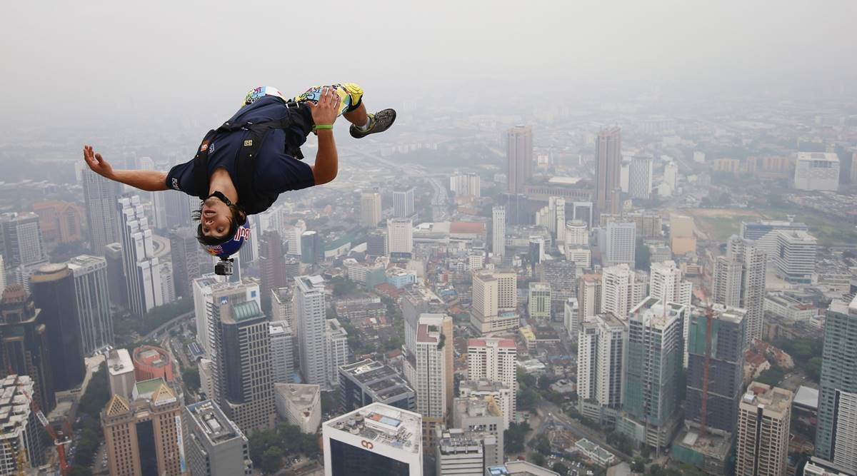 'Jetman' who once flew beside a plane dies while training in Dubai