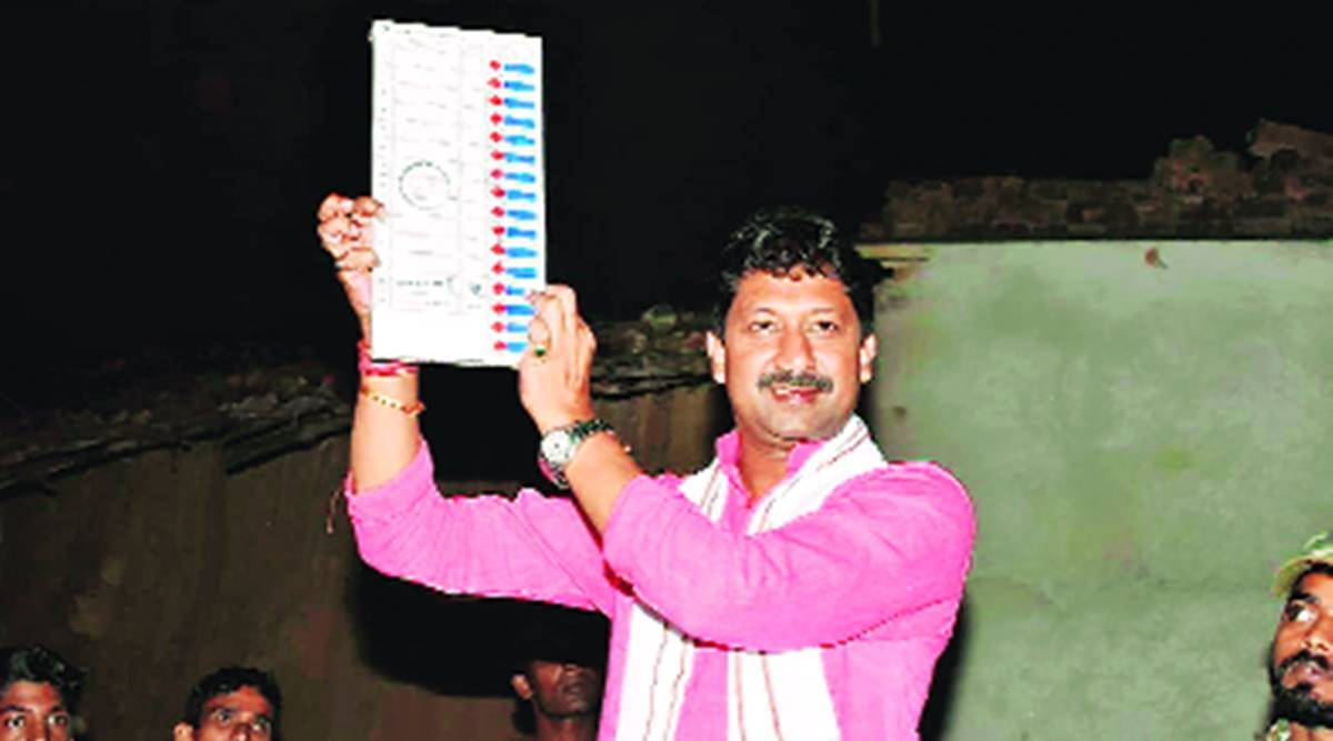 On Seat No. 243, Independent scores lone win