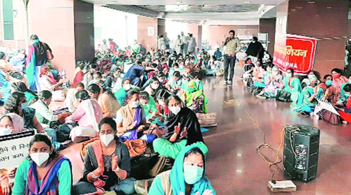 Delhi: Delayed salaries cast shadow on MCD workers' Diwali