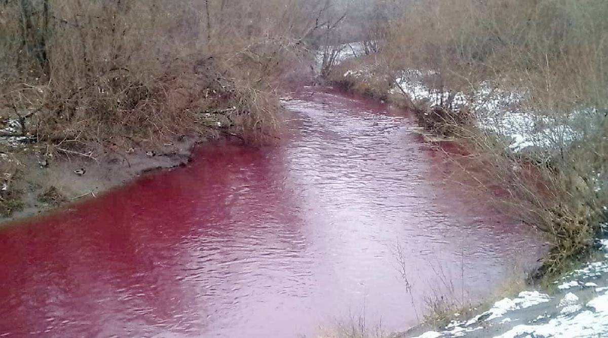 Russia, Russia blood river, russia river turns red, kemerovo, Russian river viral pictures, Russian toxic river trending, indian express, indian express news