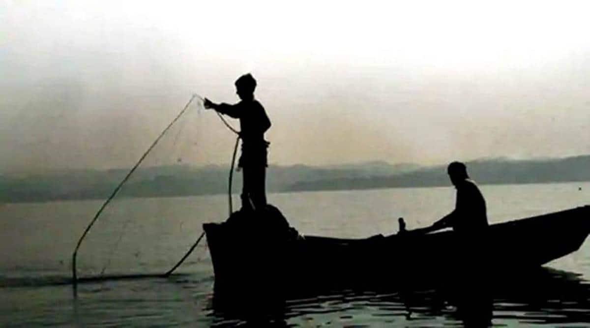 BSF apprehends Pakistani fisherman, Pakistan nationals arrest, Rajkot news, Gujarat news, indian express news