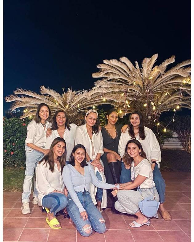 alia bhatt with neena gupta, masaba gupta and others