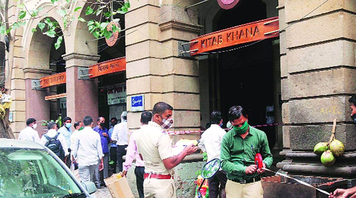 mumbai kitaab khana, mumbain kitaab khana fire, fire at iconic book store in mumbai, mumbai news, indian express news