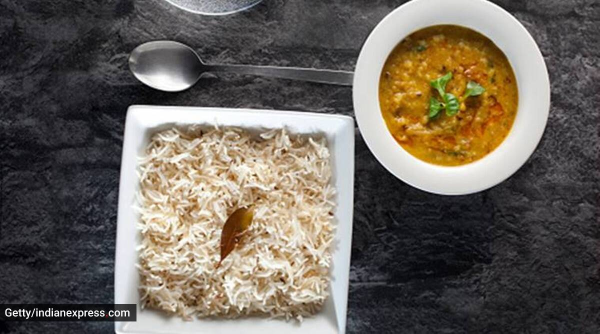 white rice vs brown rice, brown rice and white rice difference, white rice glycemic difference, indianexpress.com, rashi chowdhary, which rice is better, is brown rice good, should I have white rice, indianexpress