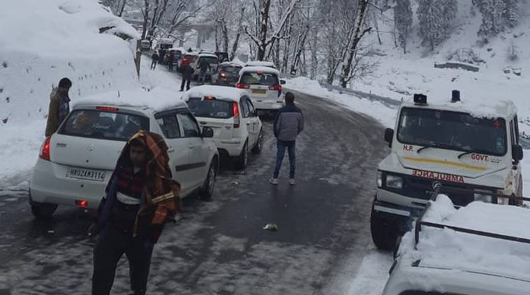 Himachal Pradesh Police rescues over 300 tourists stranded near Atal Tunnel  after snowfall | India News,The Indian Express