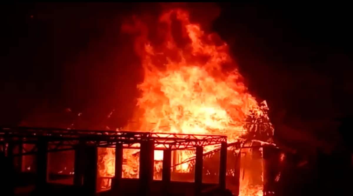 Bangladesh: Api menghancurkan ratusan rumah di kamp pengungsi Rohingya