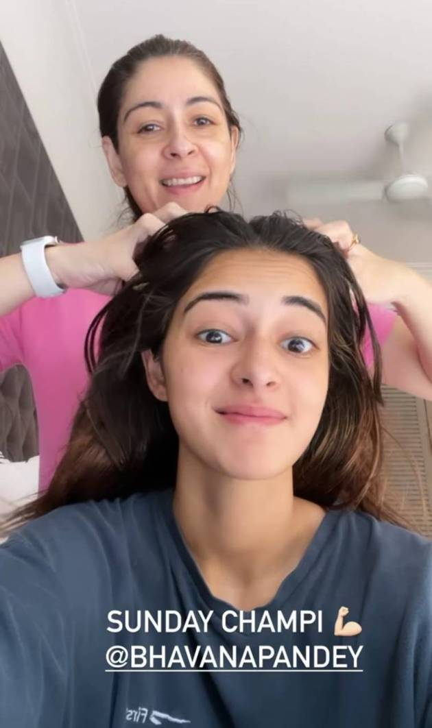 ananya panday with mother