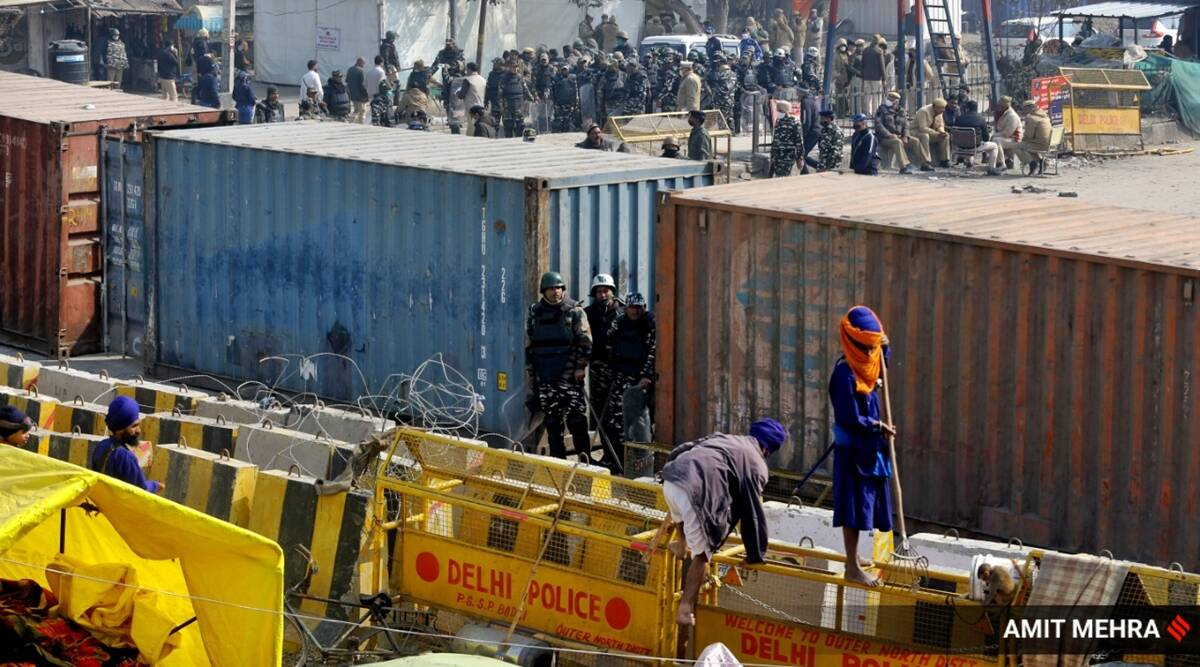 Flare-up at Singhu border: Group of over 100 clashes with farm protesters - The Indian Express