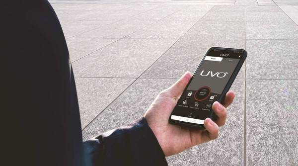 kia motors, kia motors uvo connect, uvo connect smartwatch, kia motors Tae Jin Park, kia motors new features, kia motors new innovations