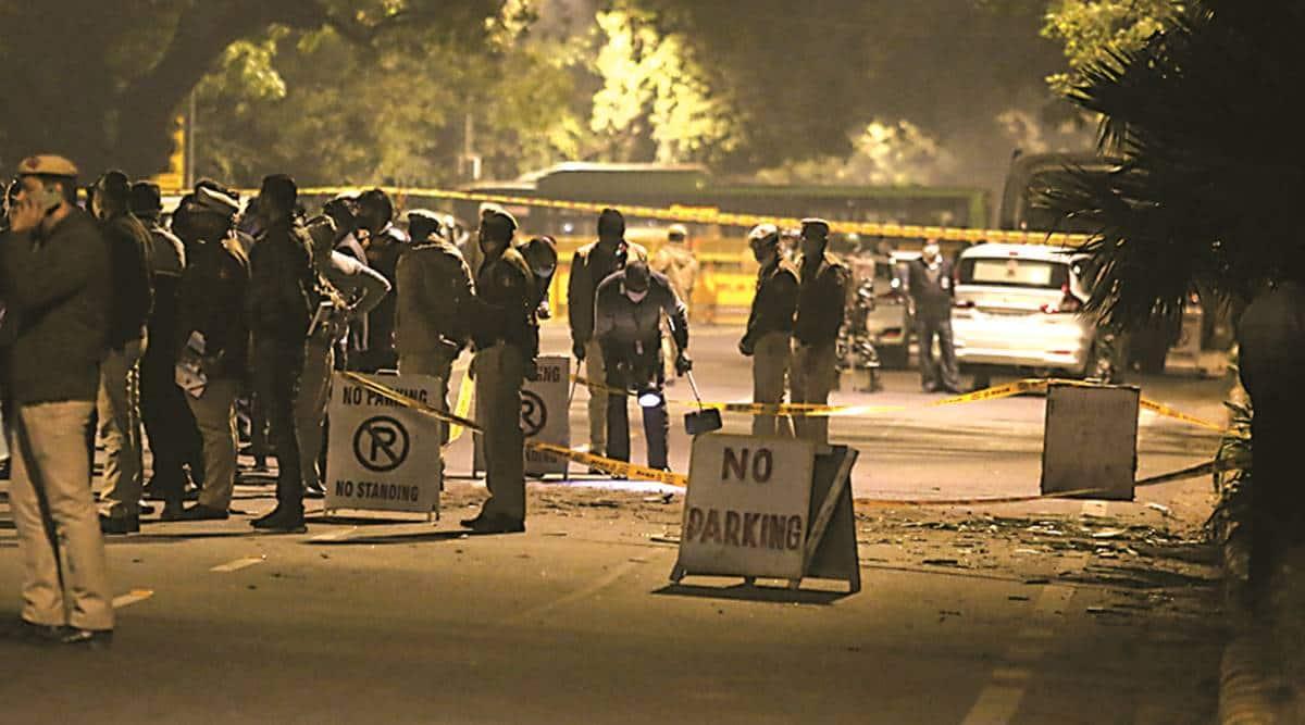 delhi blast, delhi bomb blast, bomb blast delhi, israel embassy blast, delhi high alert, police, indian express news