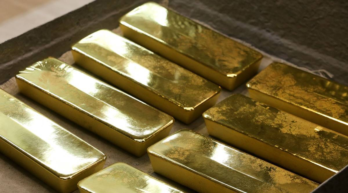 Gold inches down as higher yields outweigh stimulus optimism