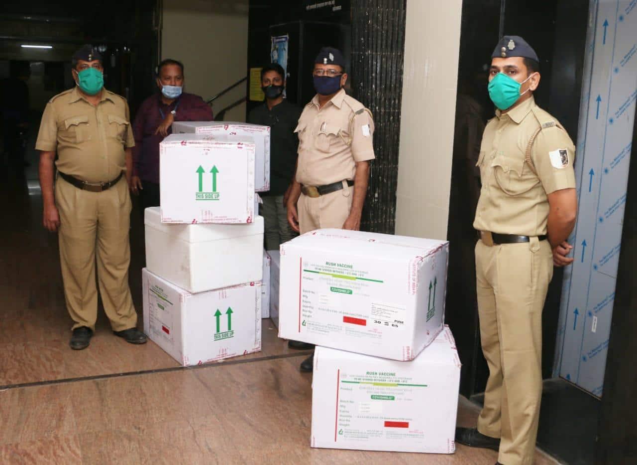 Covid vaccine, coronavirus vaccine kits, India vaccine stocks, Vaccine arrives in Mumbai, Delhi, Covid vaccine photos, First consignment of Covidshield vaccine, Indian express