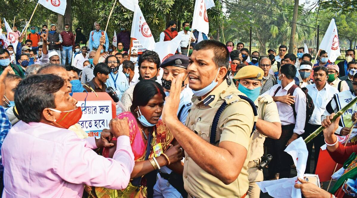 In Kolkata, protesting teachers & cops clash