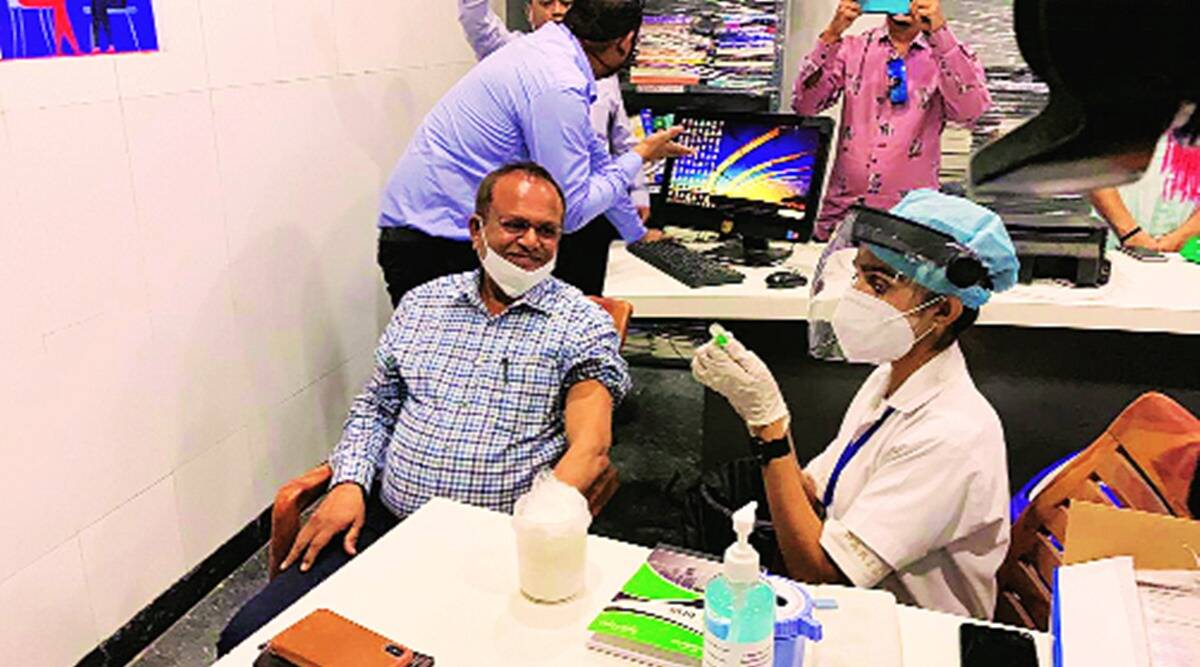 Two hospital trustees in Surat take vaccine