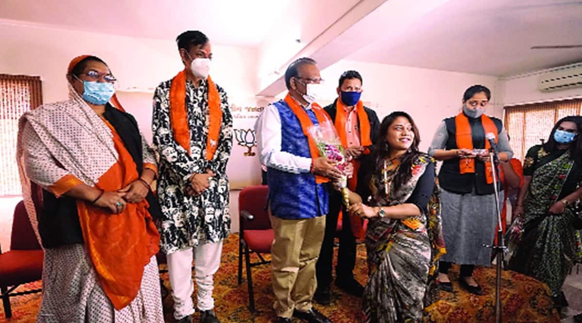 Transgenders, Transgender join bjp, transgenders jpin bjp in gujarat, vadodara, indian express news
