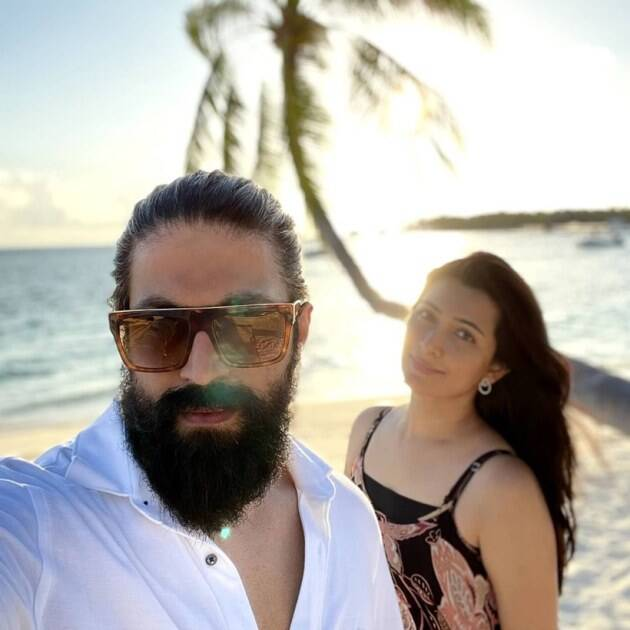 yash with wife