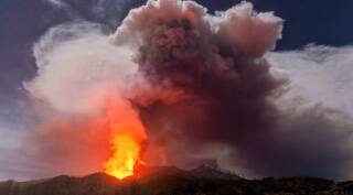 Mount Etna erupts in spectacular fashion, wows onlookers
