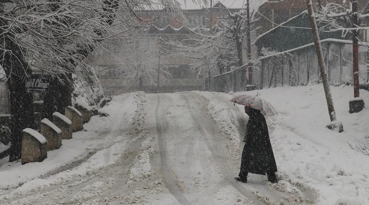 kashmir snowfall, srinagar snowfall, baramulla snowfall, kashmir temperature, coldest place in india, india news, indian express photo gallery