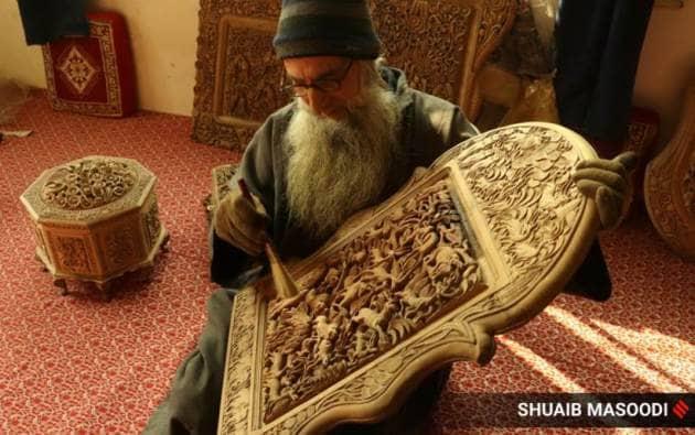 Ghulam Nabi Dar, Ghulam Nabi Dar Kashmir, Kashmiri craftmen Ghulam Nabi Dar, Ghulam Nabi Dar wood carving, Ghulam Nabi Dar Srinagar, Ghulam Nabi Dar craftsman, Srinagar, wood carving in Srinagar