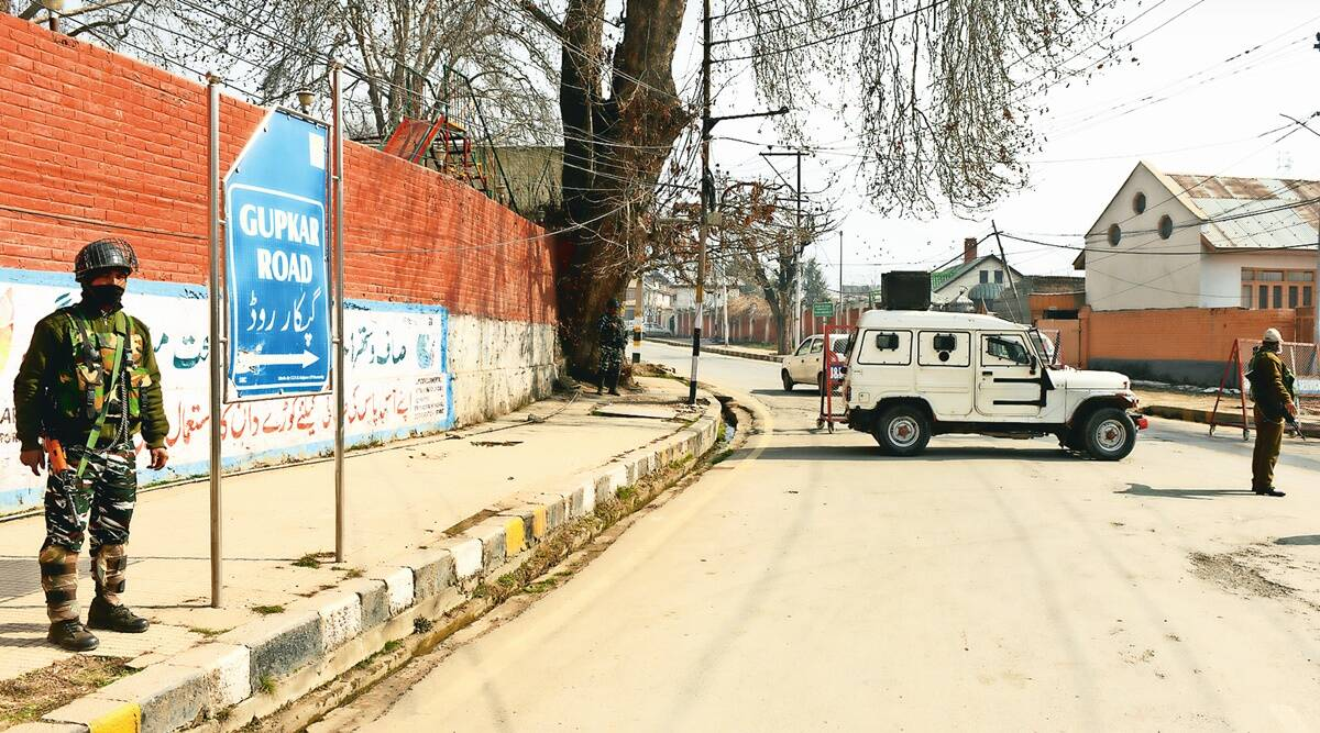 Alert in Kashmir Valley, Security convoys off roads, bar on Abdullahs, attack on Pulwama anniversary, militants, Indian express news