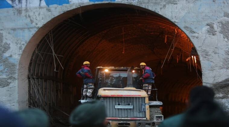 Fleeting mobile network, bars to hang from helped the 12 stuck in tunnel